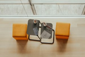 bureau jaune